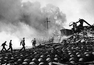 Destrozos en barco aliado en Bari