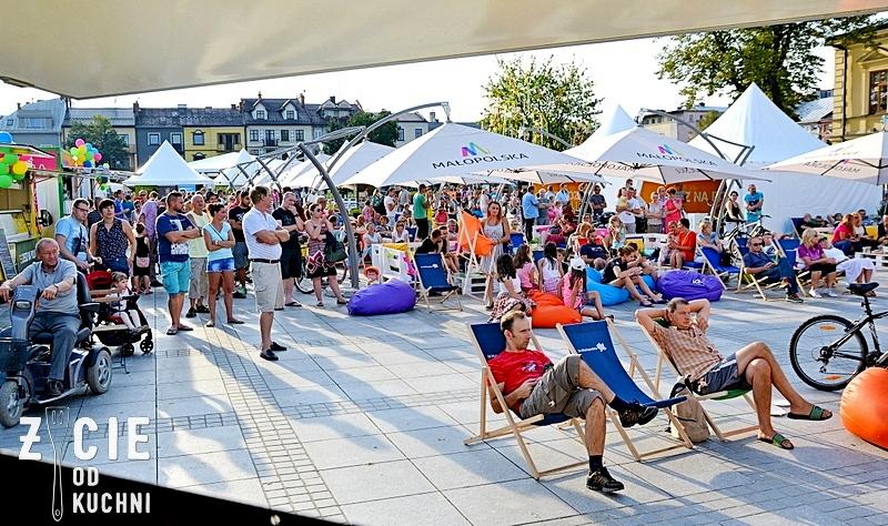 chillout, malopolski festiwal smaku, zjedz na polu, malopolska, regionalne produkty, foodtracki, leżaki, zycie od kuchni