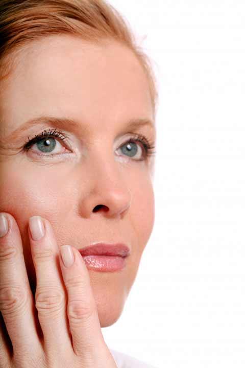 manfaat teh hijau bagi kulit untuk mencegah penuaan dini data-original-width=