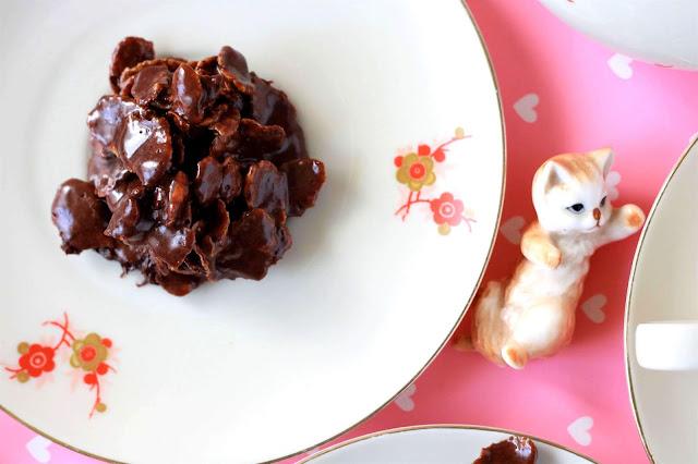 Cornflakes Kekse mit einer Katzenfigur