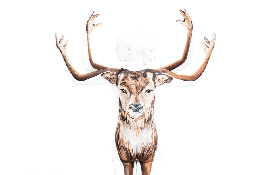 13-Reindeer-Emma-Fay-Body-Painting-with-Human-Canvasses-www-designstack-co