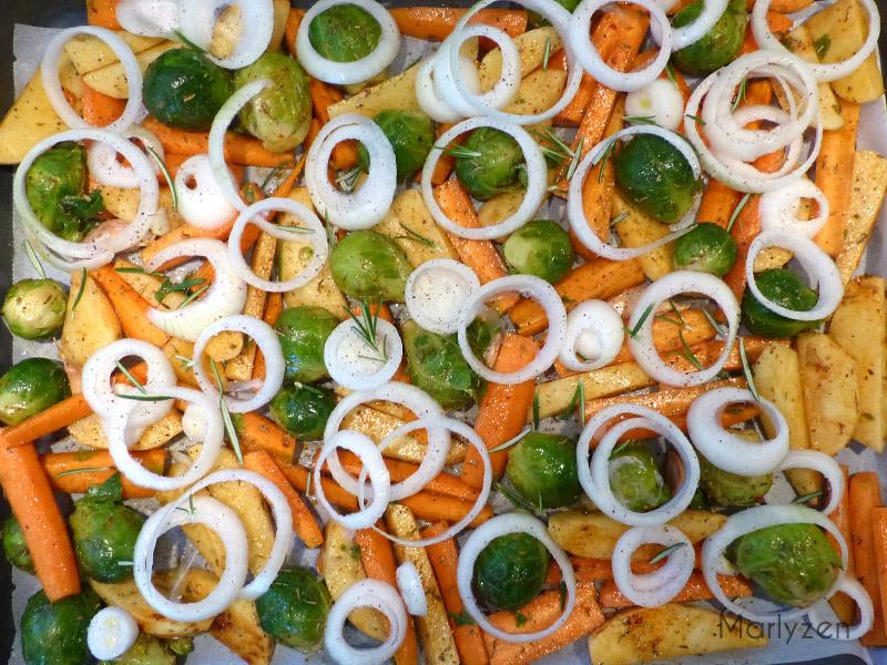 Déposez les légumes sur une plaque allant au four.