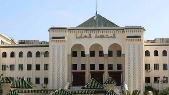 المحكمة الجزائرية العليا تؤيد أحكاما بالسجن في قضية تهريب 122 مليون دولار