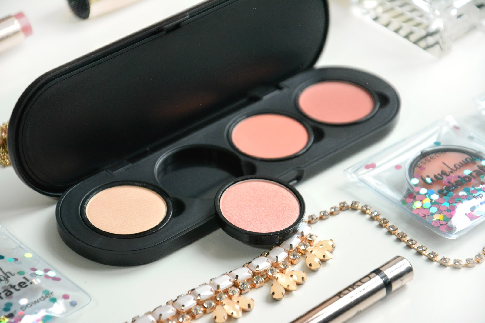 Essence My Must Haves Palette, Essence My Must Haves Highlighting Powder 01; Essence My Must Haves Soft Shimmer Blush 01; Essence My Must Haves Soft Satin Blush 01; Essence My Must Haves Soft Matt Blush 02
