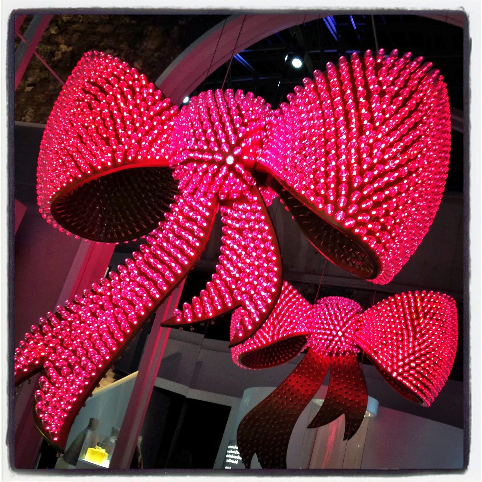 Les Garçons aux Foulards - Exposition Miss Dior - Joana Vasconcelos 2013 50eaca02f31