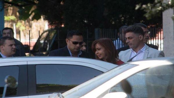 Expresidenta argentina pide suspender causa del caso Hotelsur