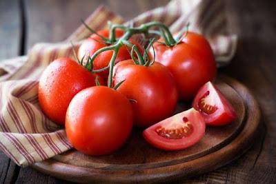 Sử dụng cà chua mỗi ngày để có làn da trắng sáng hơn.