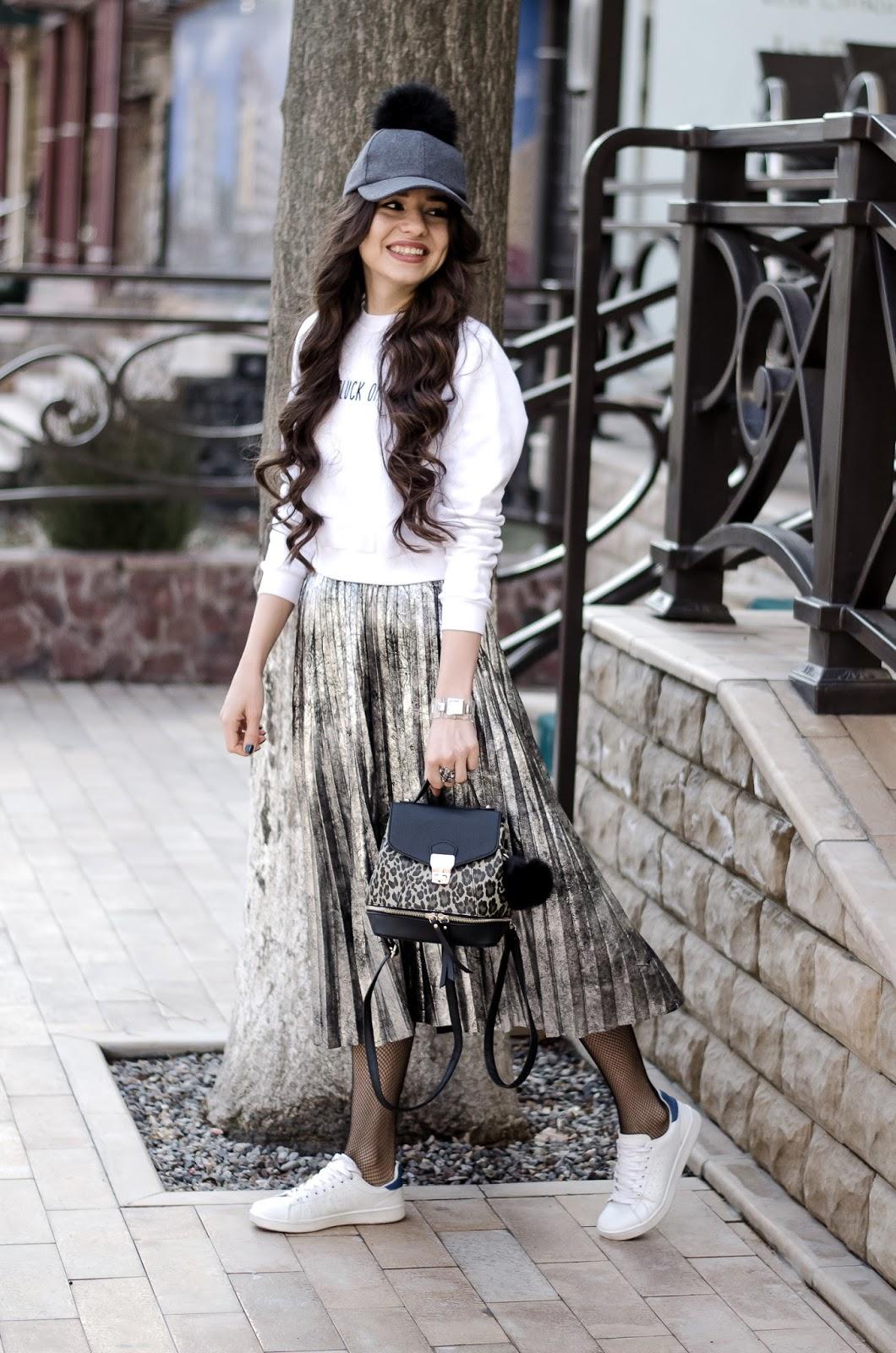 fashion-blogger-diyorasnotes-pleated-metallic-skirt-romwe-sweatshirt-asos-white-sneakers