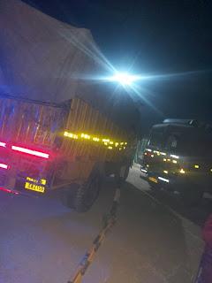 ट्रक लूट की सूचना पर हलाकान हुई मुंगराबादशाहपुर पुलिस    #NayaSaberaNetwork