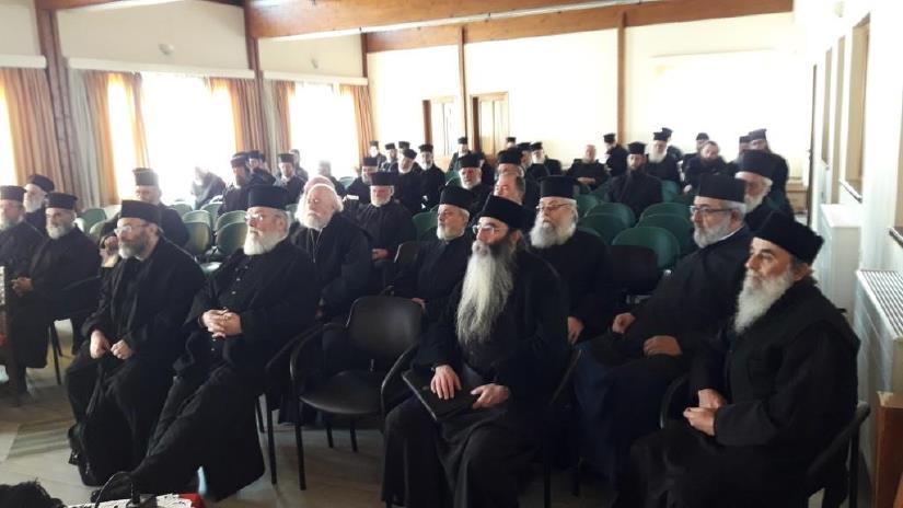 ΜΗΤΡΟΠΟΛΗ ΚΑΛΑΒΡΥΤΩΝ: Ιερατική σύναξη για τη διεκδίκηση επιστροφής των μνημονιακών περικοπών