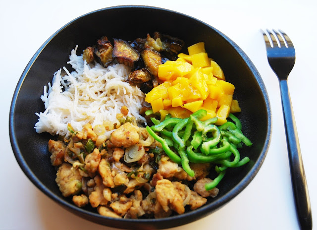 Bol thaï aubergine-soja-poivron-mangue-riz