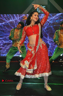 Bollywood Actress Model Sunny Leone Dance Performance in Red Half Saree at Rogue Audio Launch 13 March 2017  0112.jpg