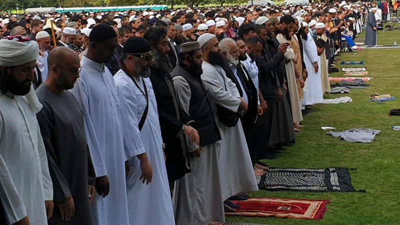 Adzan Disiarkan Nasional, Non Muslim Selandia Baru Berbondong-Bondong Saksikan Sholat Jumat