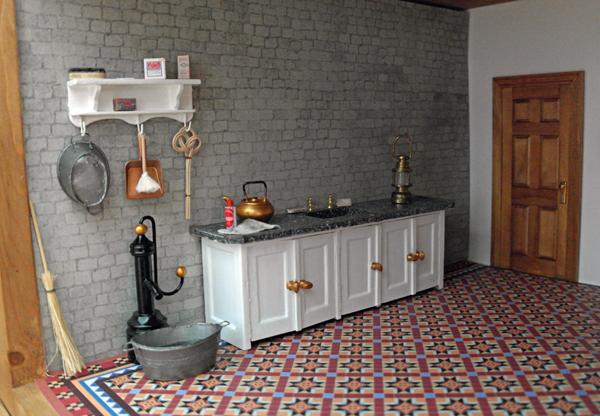 All about dollhouses and miniatures: muur en schouw in de wasruimte