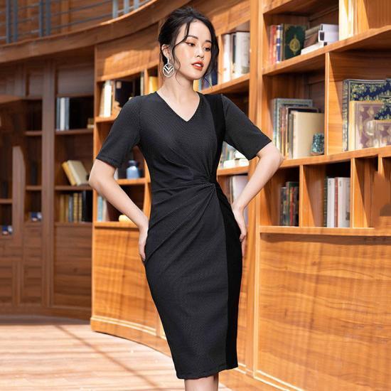 Đầm ôm body TosonFashion chấm phối xoắn eo 47236B140