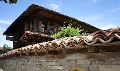 Фасадите на къщите