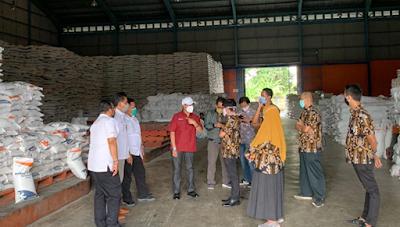 Bulog Lampung Salurkan Bantuan Sosial Beras (BSB) Sebanyak 10.645 Ton