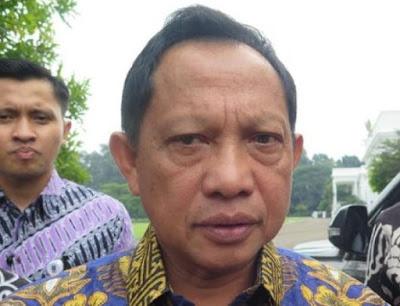 Tito Larang Petahana Cantumkan Identitas di Bansos