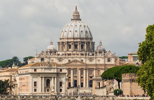 Kisah Singkat Basilika Santo Petrus Vatican