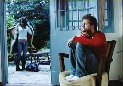 """מתוך הקליפ: """"אל תלכי לי"""" של אייל גולן"""
