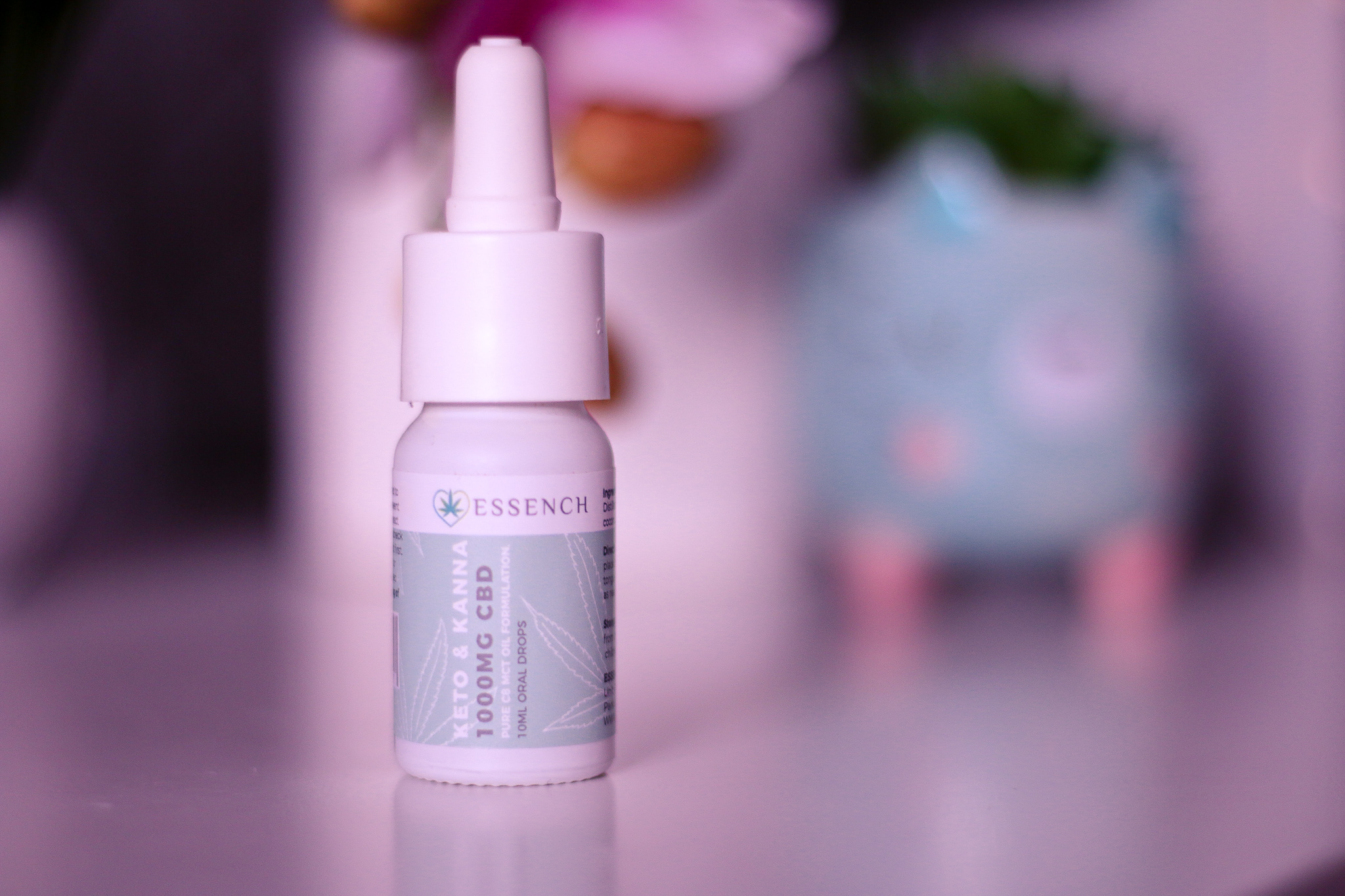 A close up photo of the Keto and Kanna 1000MG CBD oil from ESSENCH