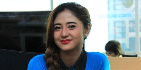Jenguk Saipul Jamil, Dewi Persik Diajak Keliling Rutan