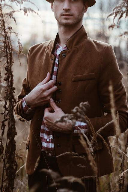 kamelowy płaszcz