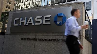 رجل يسرق أحد البنوك بعد يوم من إطلاق سراحه