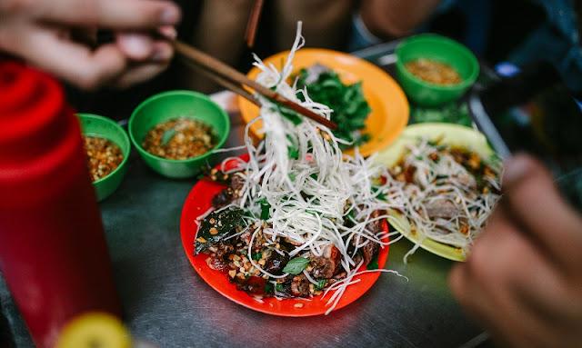 Top 8 junk food streets in Hanoi 3