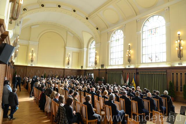 Az Aulában rendezett programot a Debreceni Egyetem Zeneművészeti Kar Szimfonikus zenekarának műsora zárta. Az 56-os események idején szimbolikussá vált Beethoven-darabot, az Egmont nyitányt adták elő Gál Tamás karnagy vezényletével.