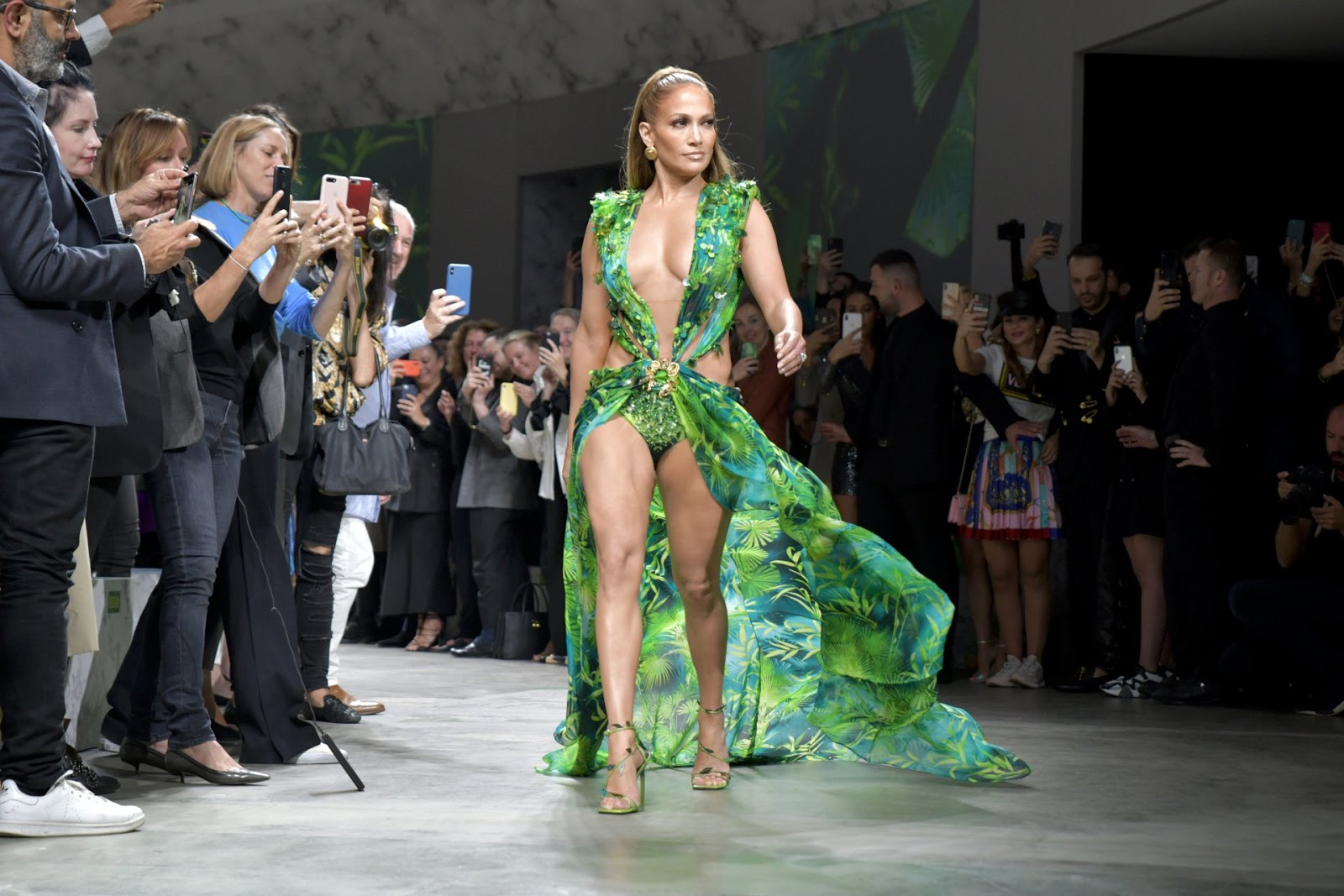 Jennifer Lopez's Reprised Green Versace Dress Deserves Its Own Oscar Buzz