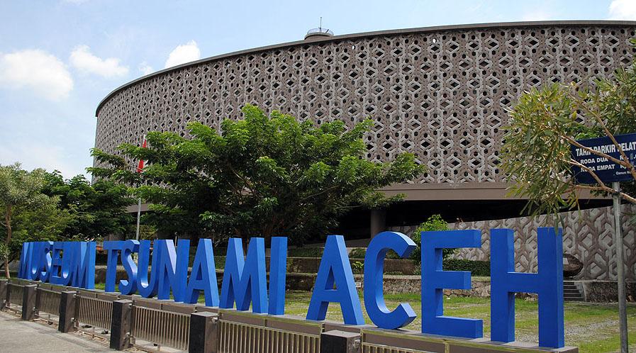 karya arsitektur ridwan kamil dalam merancang museum tsunami Aceh