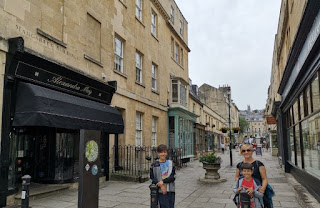 Esta calle une The Circus con Royal Crescent.