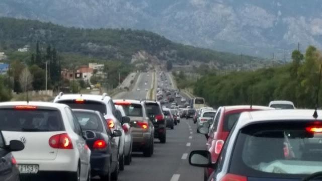 «Κρας-τεστ» η πρώτη μαζική έξοδος των εκδρομέων - Αυξημένη η κίνηση στο Ναύπλιο