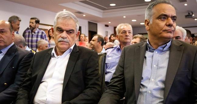 Παρέδωσε ο Τόσκας «αποθεώνοντας» Τσίπρα και λέγοντας πως απέδειξε ότι δεν ήταν «βιδωμένος στην καρέκλα»