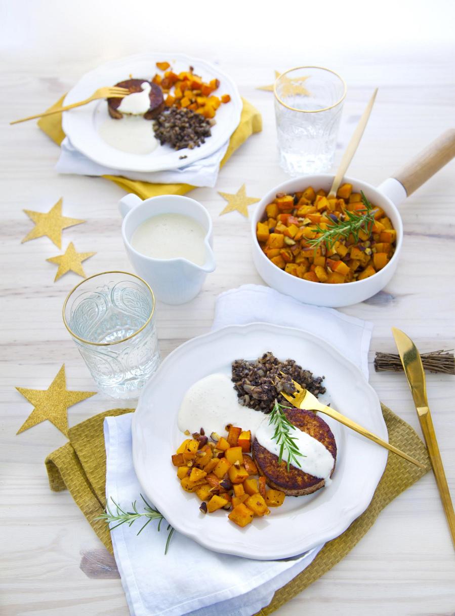 Médaillon de tofu parfumé, duxelles et potimarron ou pommes d'or farçiesMédaillon de tofu parfumé, duxelles et potimarron ou pommes d'or farçies
