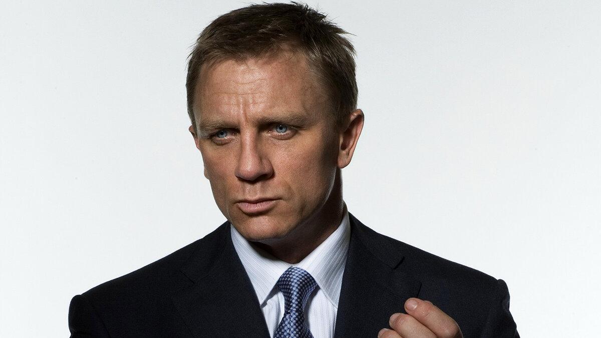 Daniel Craig. James Bond loves Vice City and Guitar Hero