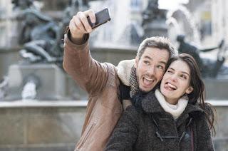 Réaliser des selfies avec les caméras frontales et/ou arrière de votre smartphone
