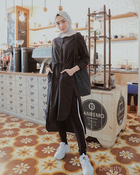 4. Look Effortless Stylish with Black Loose Tunic