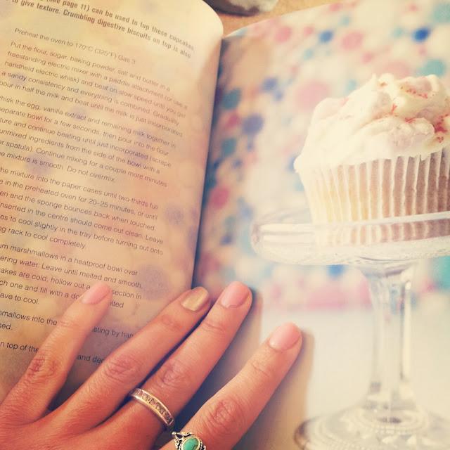 Hummingbird cupcake book