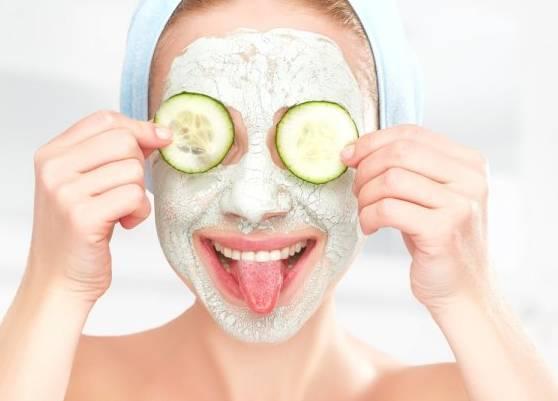 9 Manfaat Masker Mentimun Untuk Kulit Wajah