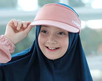 Jameelah Saleem Pakai Topi