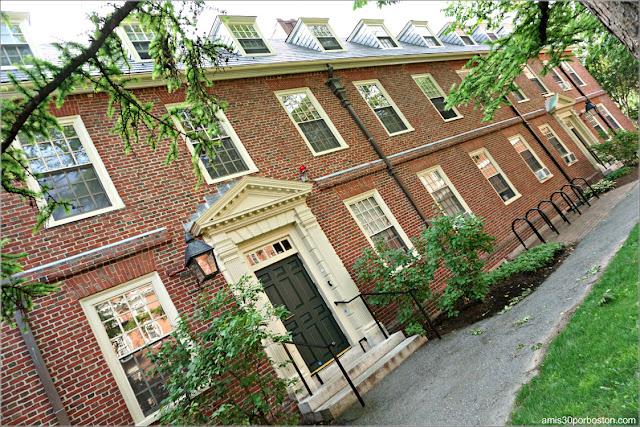 Lionel Hall en el Campus de la Universidad de Harvard