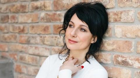 Egymásra találtak: szülés nélkül vált anyává a magyar opera-énekesnő