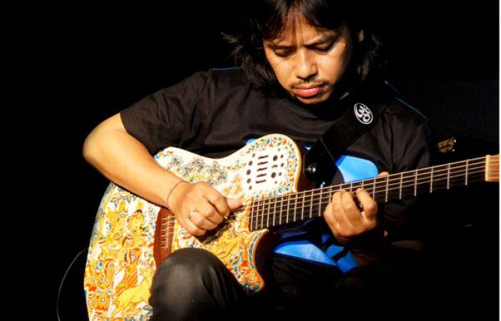 Gitaris Indonesia, gitaris hebat, gitaris terbaik, gitaris, dewa bujana