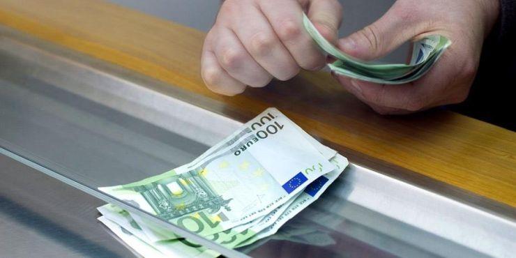 Μετρητά ΤΕΛΟΣ - Στα 300 ευρώ από τα 500 το όριο των συναλλαγών
