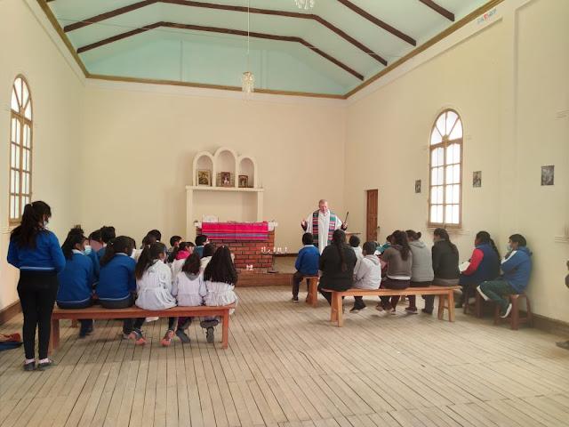 Nach der Übergabe der Gelder versammelten wir uns in der Kapelle zum Dankgottesdienst.