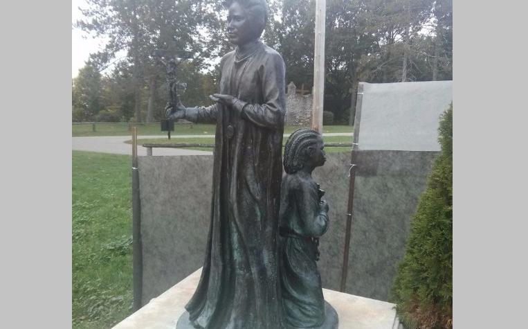Et si on statufiait une esclave noire? Sainte Joséphine Bakhita, vendue par des Africains à des Arabes, libérée par des Européens!