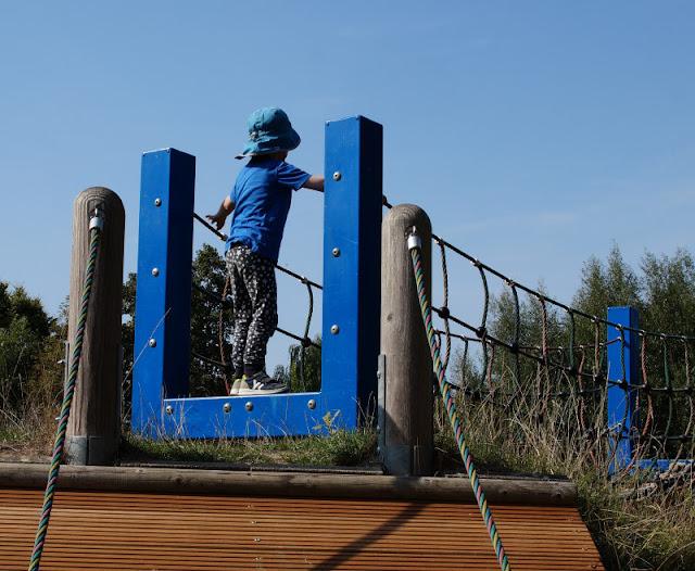4 außergewöhnliche Spielplätze in der Umgebung von Kiel. Für mehr Abwechslung auf dem Spielplatz: Ich stelle Euch auf Küstenkidsunterwegs Spielplätze im Kieler Umland vor, die alle etwas Besonderes haben, leicht zu erreichen und auch gut mit einem Familien-Ausflug zu verbinden sind.