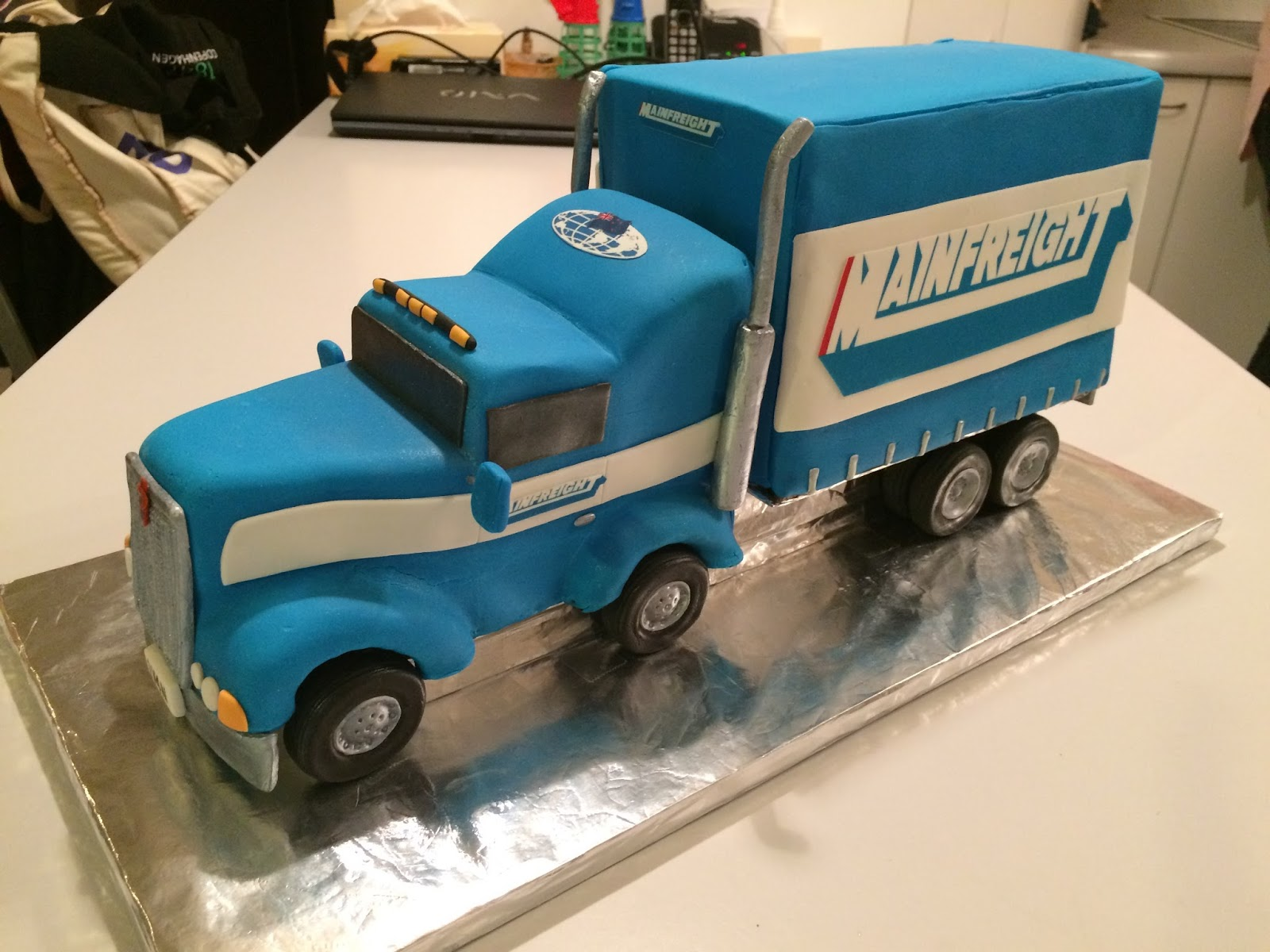 Kiwi Cakes Mainfreight Truck Cake Made By Kiwicaker Suzanne